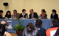 El Alcalde (centro) preside la constitución de la Mesa Local de Absentismo