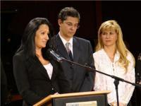 La Concejal de Cultura, Isabel Grañeda, da lectura al fallo. La acompañan Leonel Morales y María Herrero, del CIPCE
