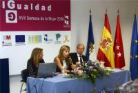 La periodista Paloma Ferre, acompañada por Gloria Juste e Ignacio Buqueras.