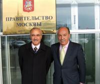 El alcalde, Bonifacio de Santiago, junto con la primera autoridad de Moscú Norte, durante el viaje de noviembre de 2007.