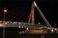 Vista_del_puente_iluminado_tras_la_inauguracion.jpg